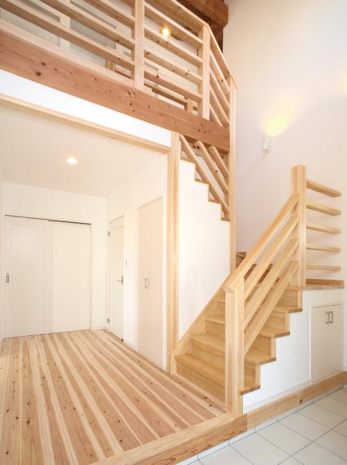 滋賀県雁瀬工務店が建てた、木の質感と匠の技がコラボした北欧風の住まい