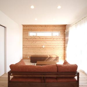 滋賀県雁瀬工務店が建てた、木の質感と匠の技がコラボした北欧風の住まい リビング