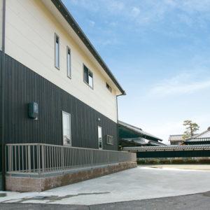 滋賀県雁瀬工務店が建てた、母屋と調和した住まい 外観
