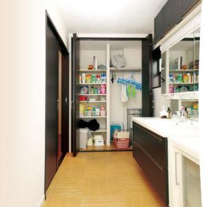滋賀県雁瀬工務店が建てた、母屋と調和した住まい 洗面脱衣所