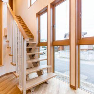 木のぬくもりに包まれる家 階段
