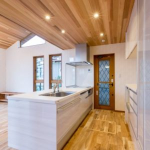 木のぬくもりに包まれる家 キッチン