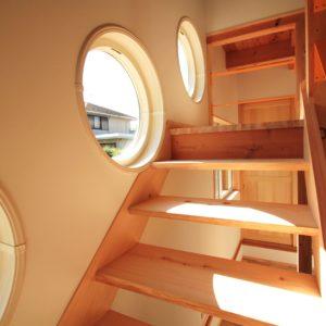 レトロな家 階段
