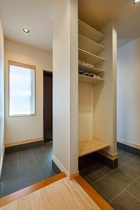 大工の技術を駆使した伝統的な日本家屋の良さを感じられる京都宇治の家 玄関