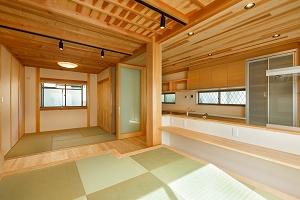 大工の技術を駆使した伝統的な日本家屋の良さを感じられる京都宇治の家 LDK