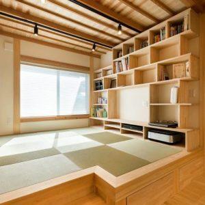 京都宇治の町並みに合う古風さを感じるスタイリッシュな家 ダイニング