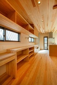 大工の技術を駆使した伝統的な日本家屋の良さを感じられる京都宇治の家 キッチン