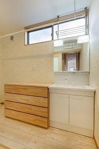 大工の技術を駆使した伝統的な日本家屋の良さを感じられる京都宇治の家 洗面脱衣室