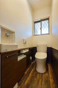 大工の技術を駆使した伝統的な日本家屋の良さを感じられる京都宇治の家 トイレ
