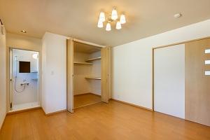 大工の技術を駆使した伝統的な日本家屋の良さを感じられる京都宇治の家 寝室