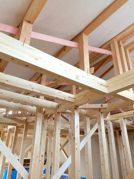 滋賀県草津市の木造新築一戸建て。太い柱と梁!