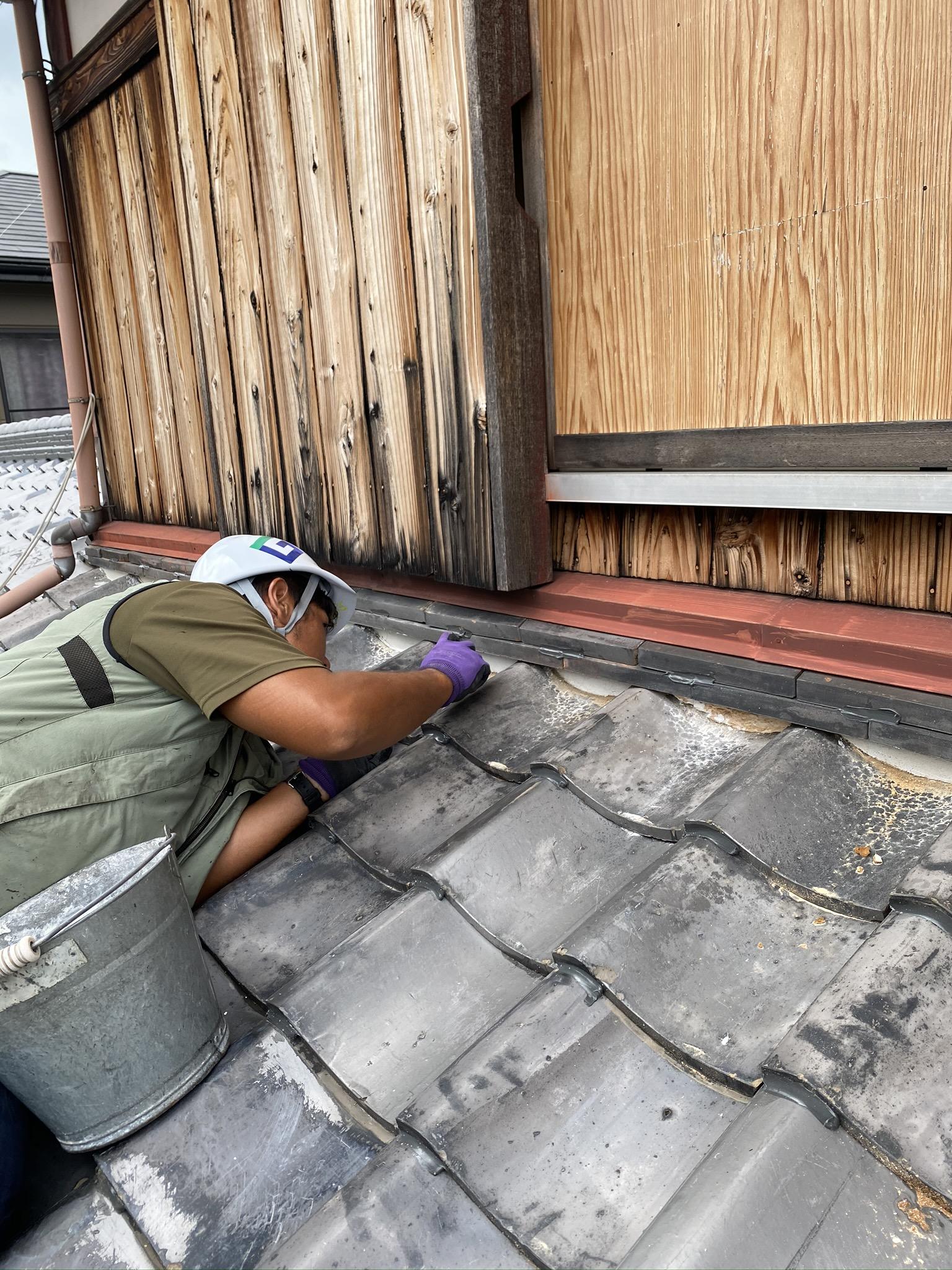 滋賀草津でラバー工法による瓦屋根補強、漆喰補修のリフォーム!