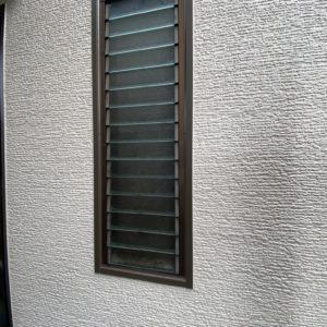水垢後が目立っていた窓周り張り替え後
