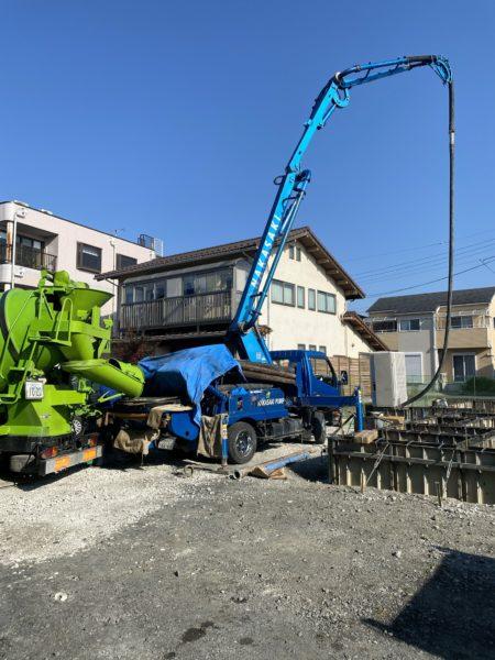 滋賀県草津に新築物件が着工!基礎工事、ポンプ車
