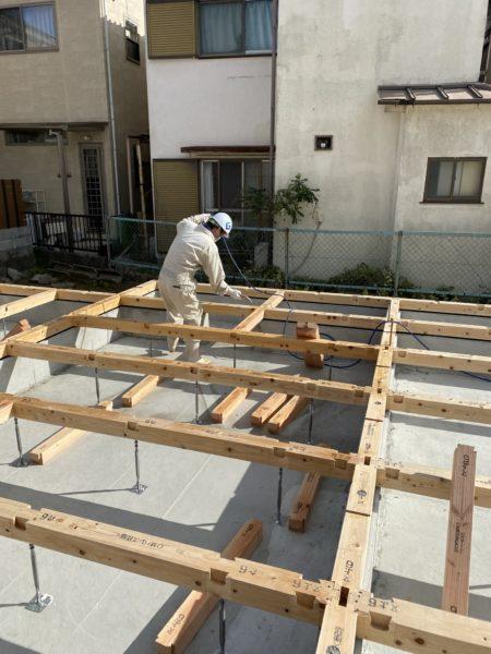 滋賀草津市の新築木造2階建て、防蟻工事!