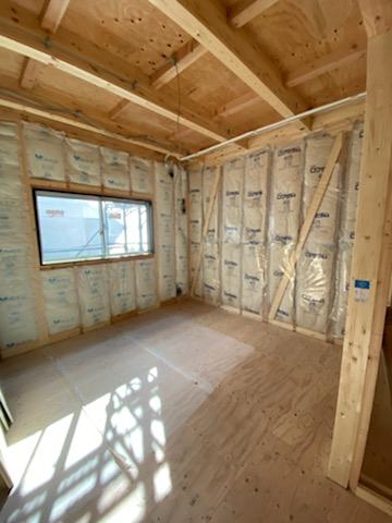 滋賀県草津市の木造新築パート物件、断熱材施工
