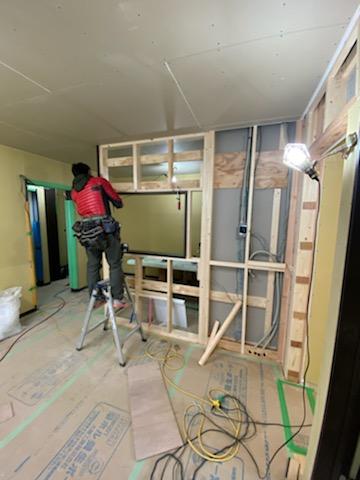滋賀県草津の新築木造アパート物件。キッチンカウンター作成