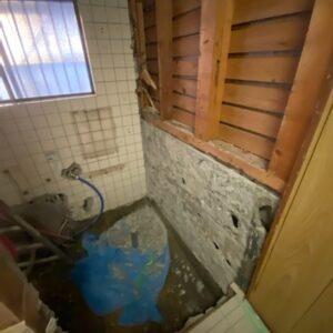 滋賀県草津の浴室改修リフォーム工事 浴室解体途中
