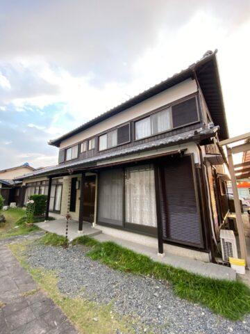滋賀県草津市で焼杉の張替え、白壁・木部塗装、樋交換のリフォーム工事!