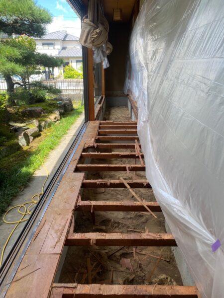 滋賀草津市の縁甲板張替リフォーム工事、解体